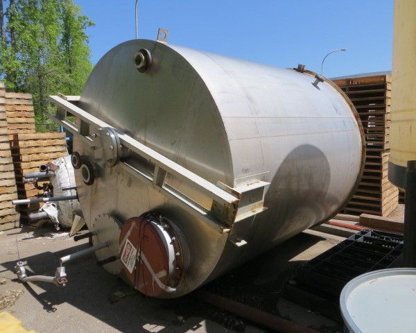 "3,200 Gallon 304 Stainless Steel Tank, 8′ Dia. X 8'10"" Straight Side"