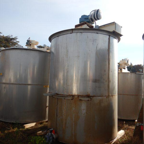 2000 Gallon Stainless Steel Vertical Tank