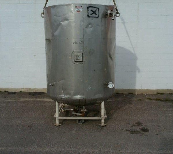 700 Gallon Jacketed Tank, 4'9″ Dia. X 6′ Straight Side