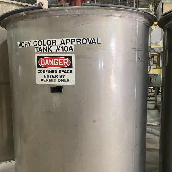 1000 Gallon Stainless Steel Vertical Tank