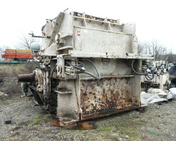 1000 HP Williams Model 680 Reversible Impact Crusher/Hammer Mill