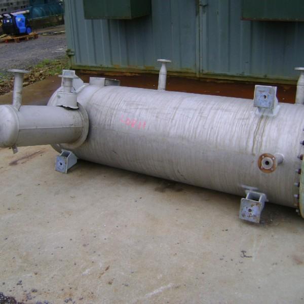 890 Litres Stainless Steel Horizontal Pressure Vessel