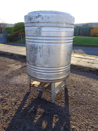 900 Litre Stainless Steel Vertical Storage Vessel