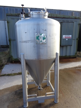 1,045 Litre 316L Stainless Steel Vertical Storage Tank