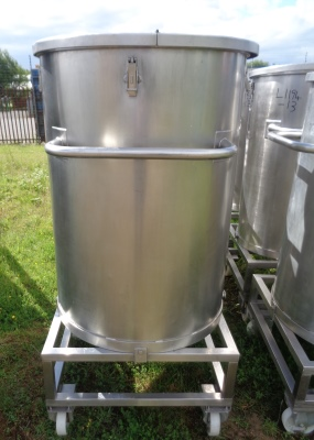 465 Litre Stainless Steel Vertical Storage Vessel