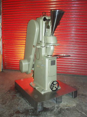 Manesty F3 Single Punch Tablet Press