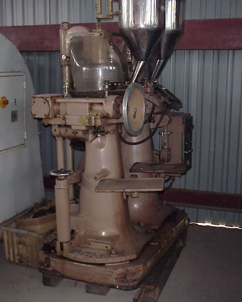 23 Station 8.5 Tons Manesty Double Rotary Tablet Press