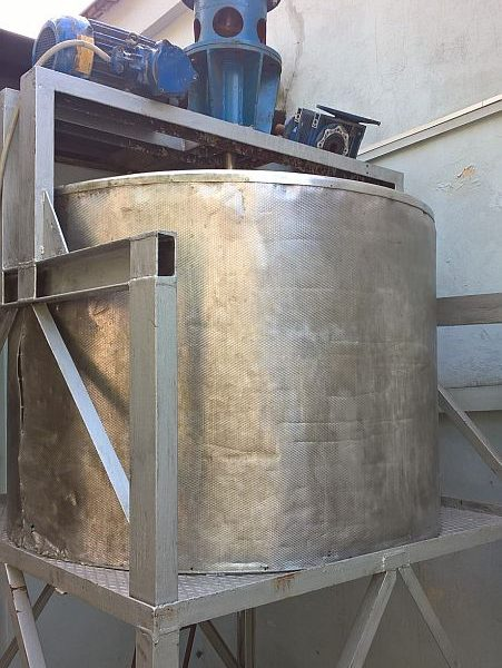 900 Liters Stainless Steel Mixing Tank