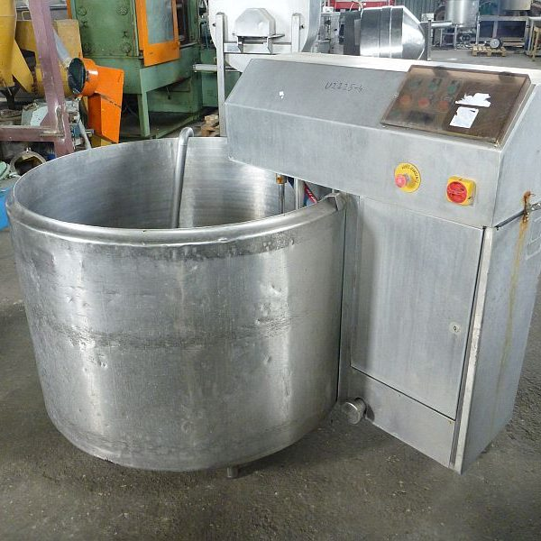 Second hand jacketed mixing tank with working volume 800 l.