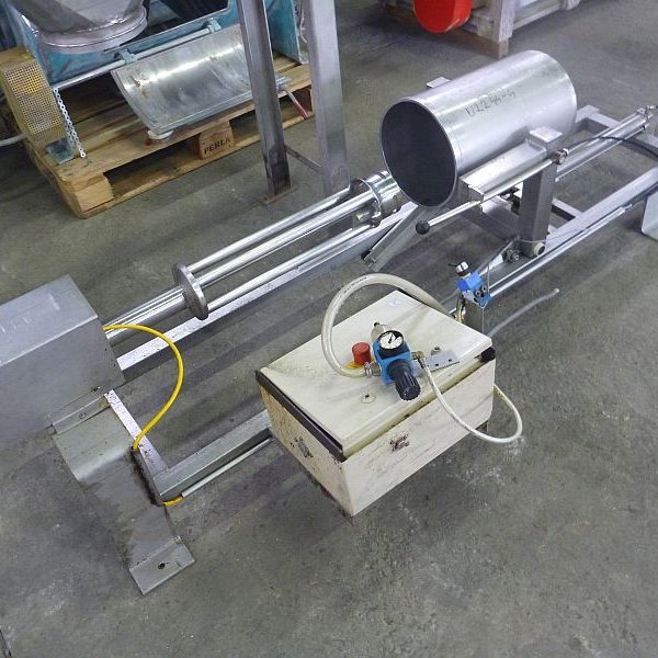1.1 kW stainless steel wall agitator by Gronfa with mixing tank with volume 20 l.
