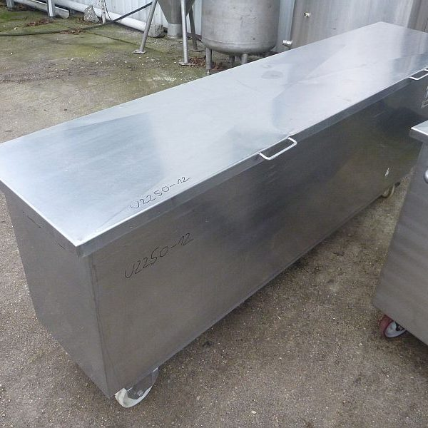 Second hand mobile rectangular stainless steel storage tank volume 700 l