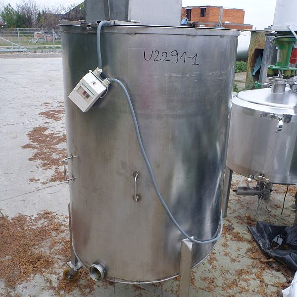700 l vertical mixing tank on mobile wheels