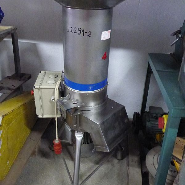 3.7 kW vertical hammer mill by Ismar Machinenbau Gmbh type Junior 4