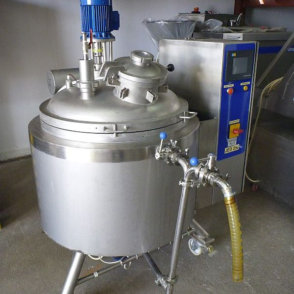 250 l Vertical Jacketed Mixing Tank With Electrical Heaters And ByPass Centrifugal Pump