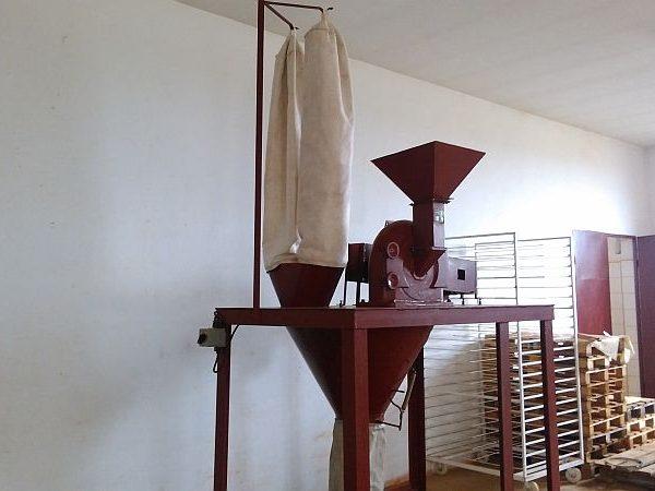 11 kW Veb cage mill/universal mill