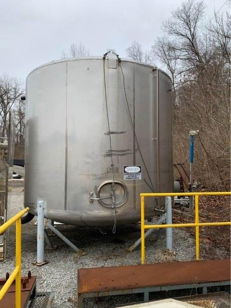 7,200 Gallon Stainless Steel Sanitary Food Grade Tank, 11'6″ Dia. X 8'8″ Straight Side
