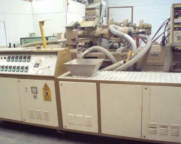 92mm Amut Model BA92 Counter Rotating Twin Screw Extruder